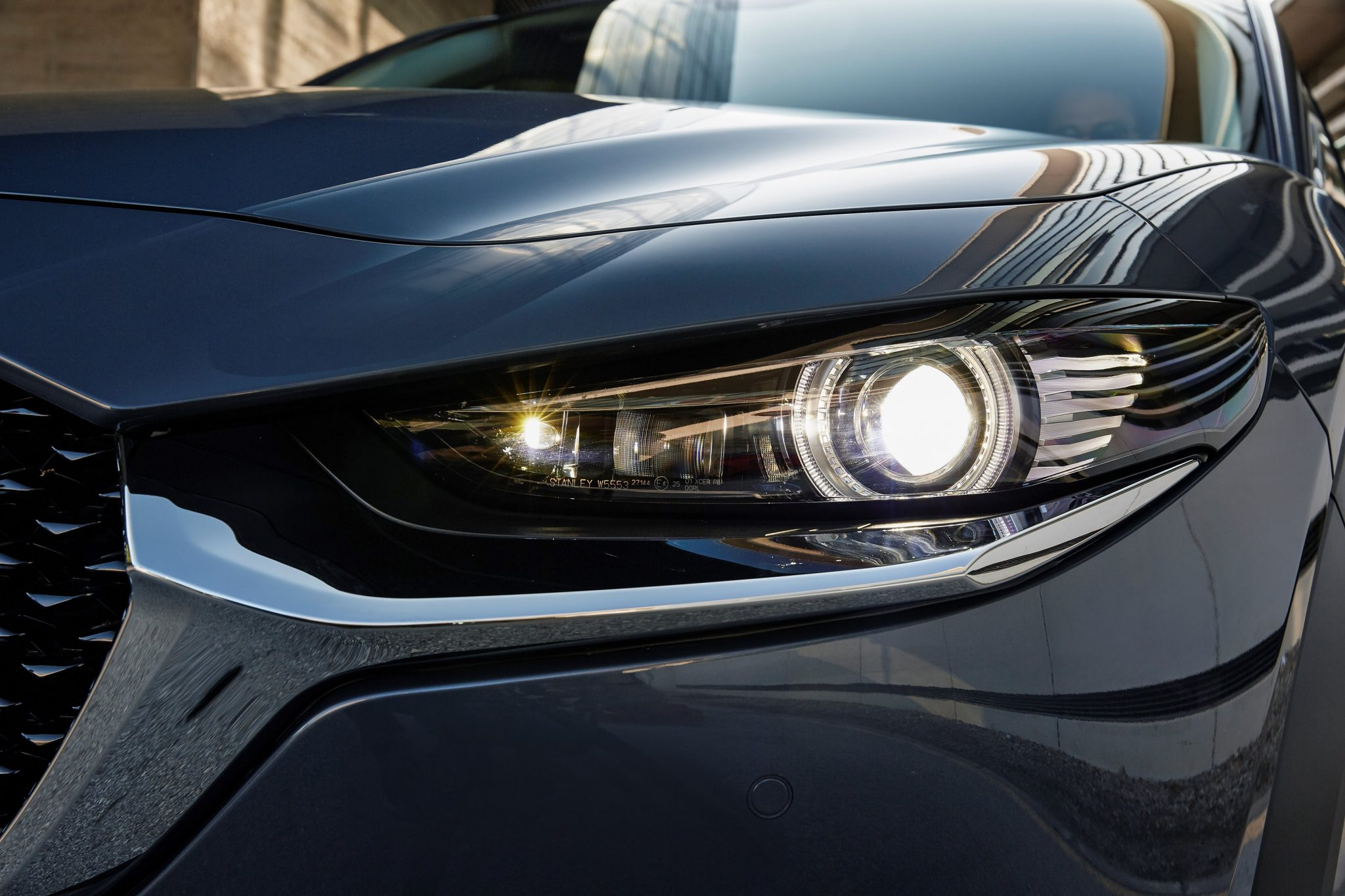 Mazda_CX-30 fari full LED