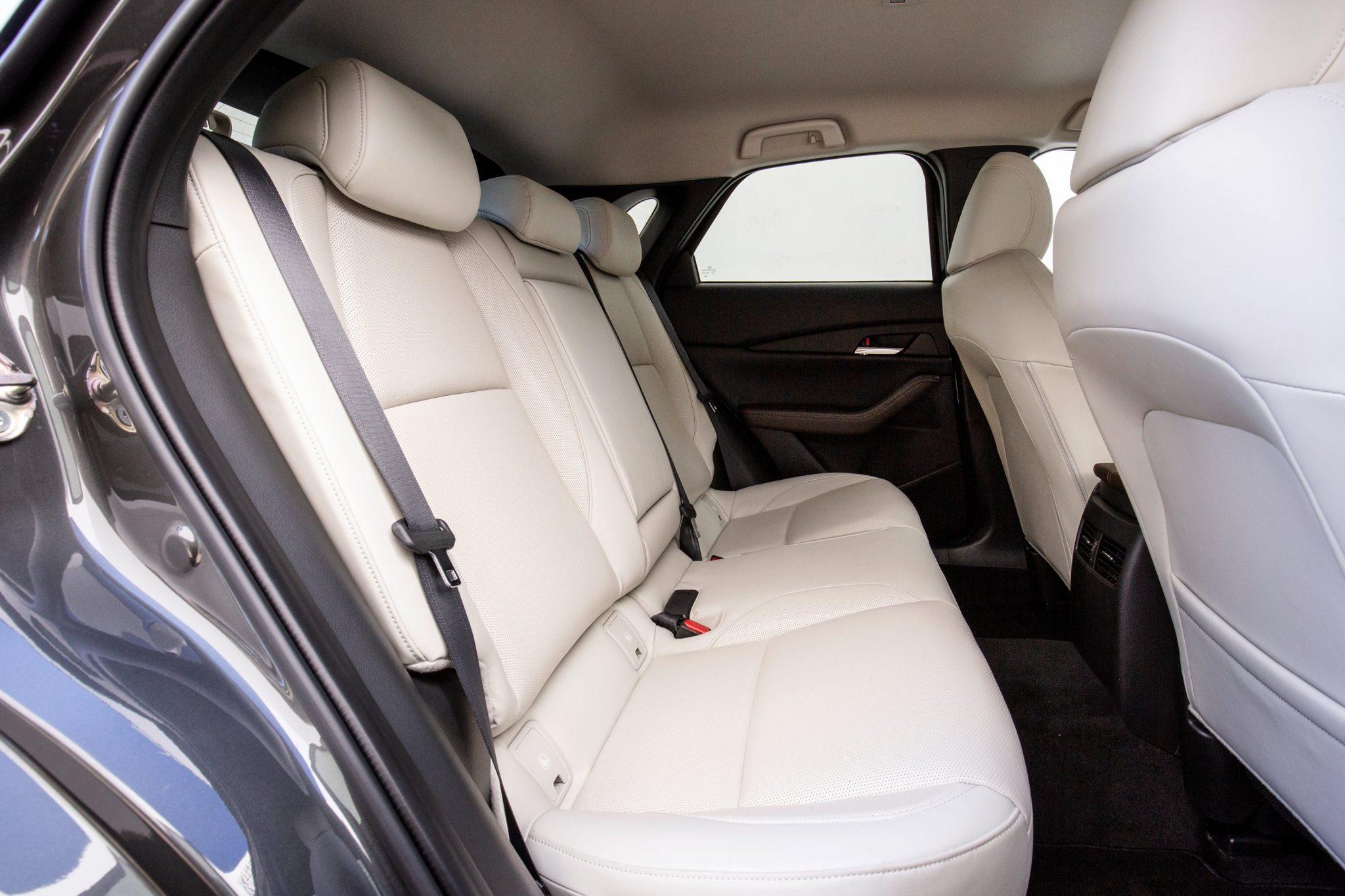 Mazda_CX-30 posteriore