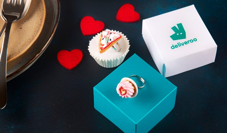 Deliveroo: a San Valentino sorprendi chi ami con un anello food