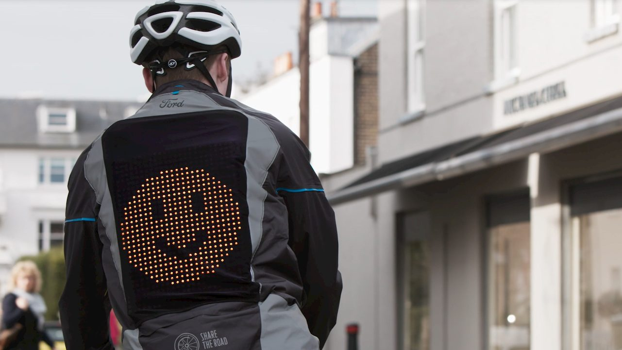 Una giacca con le Emoji per la sicurezza in bicicletta thumbnail