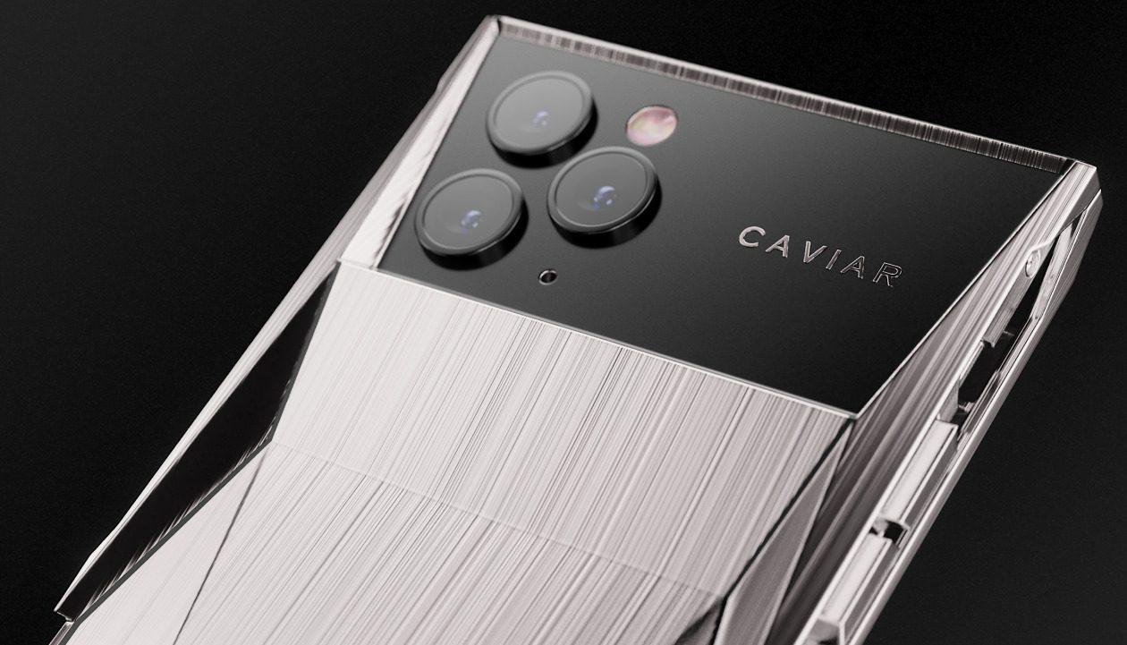iPhone 11 Pro si fonde con una Tesla, ed il prezzo arriva alle stelle thumbnail