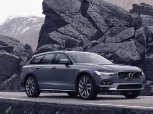 "Volvo S90 e V90, leggero restyling e arriva l'ibrido ""leggero"""