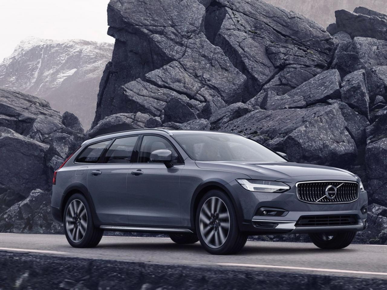 "Volvo S90 e V90, leggero restyling e arriva l'ibrido ""leggero"" thumbnail"