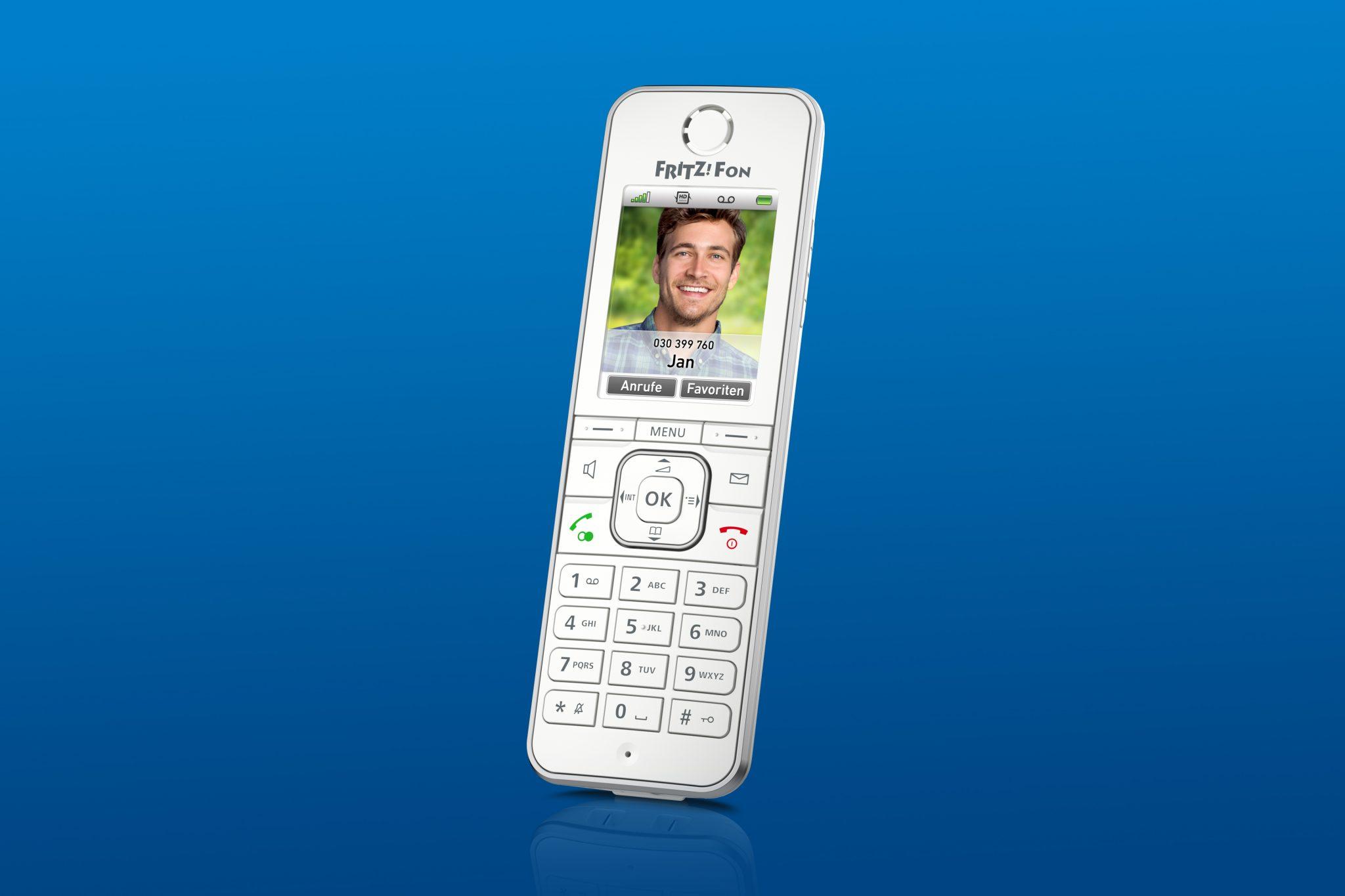 Non chiamatelo solo telefono, ecco AVM Fritz!Fon C6 thumbnail
