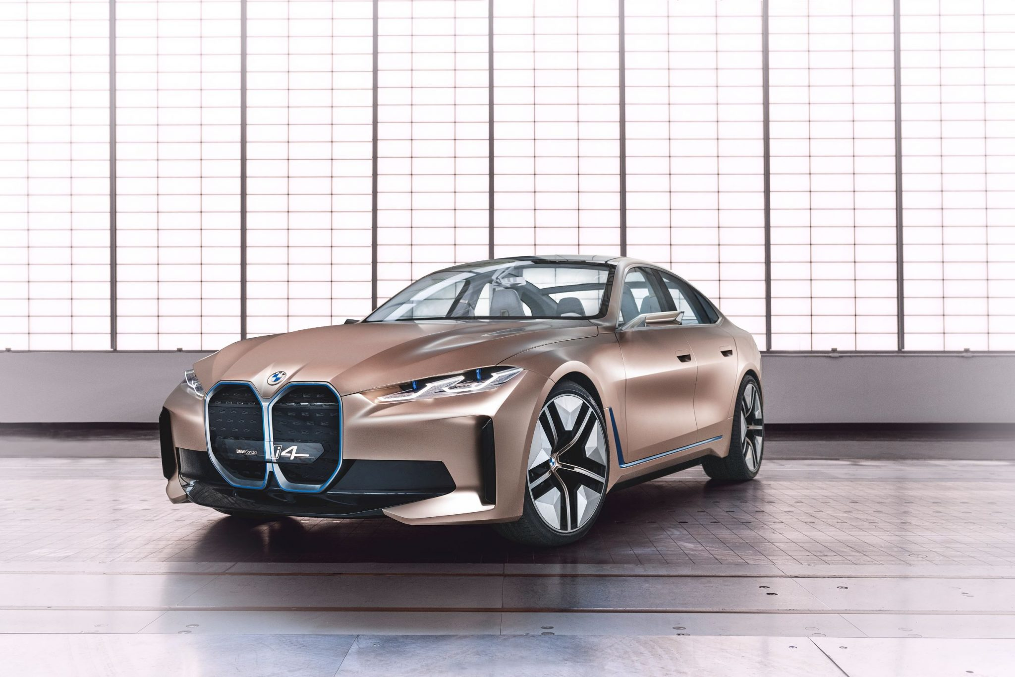BMW sfida Tesla con la sua nuova berlina thumbnail