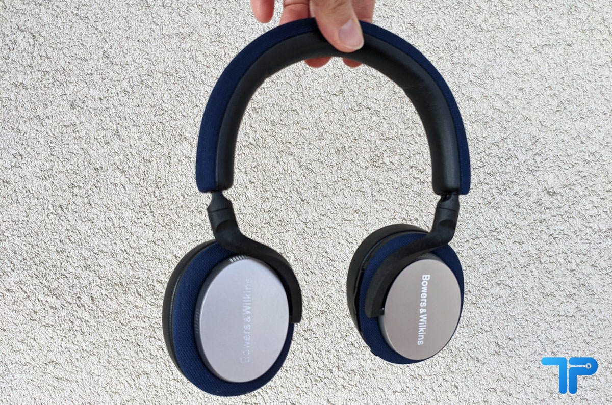 Qualità costruttiva Design elegante Grande qualità sonora Esperienza d'uso intuitiva Bowers & Wilkins PX5 recensione design