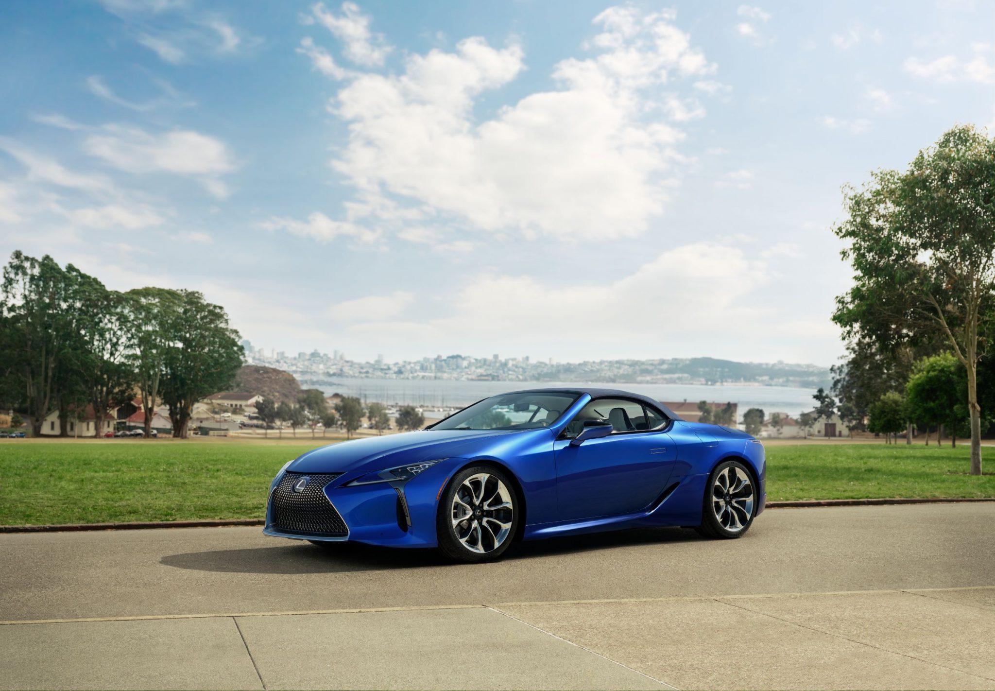 Lexus, super cabrio e super specchietti thumbnail