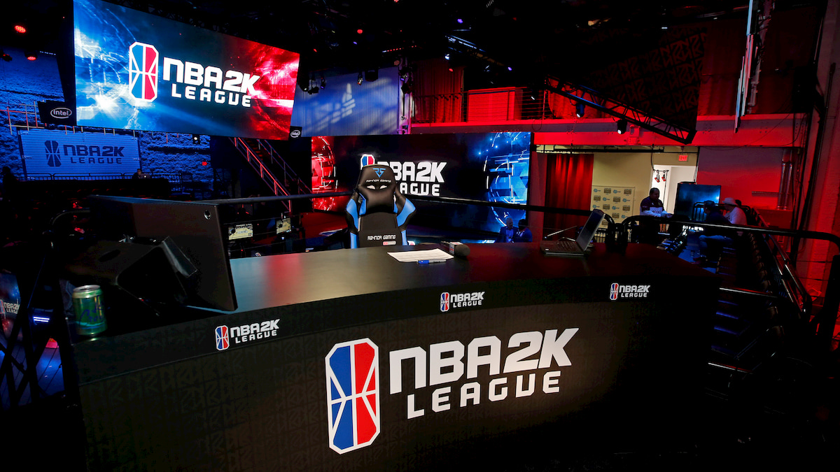I cestisti dell'NBA continueranno a giocare...con un controller thumbnail