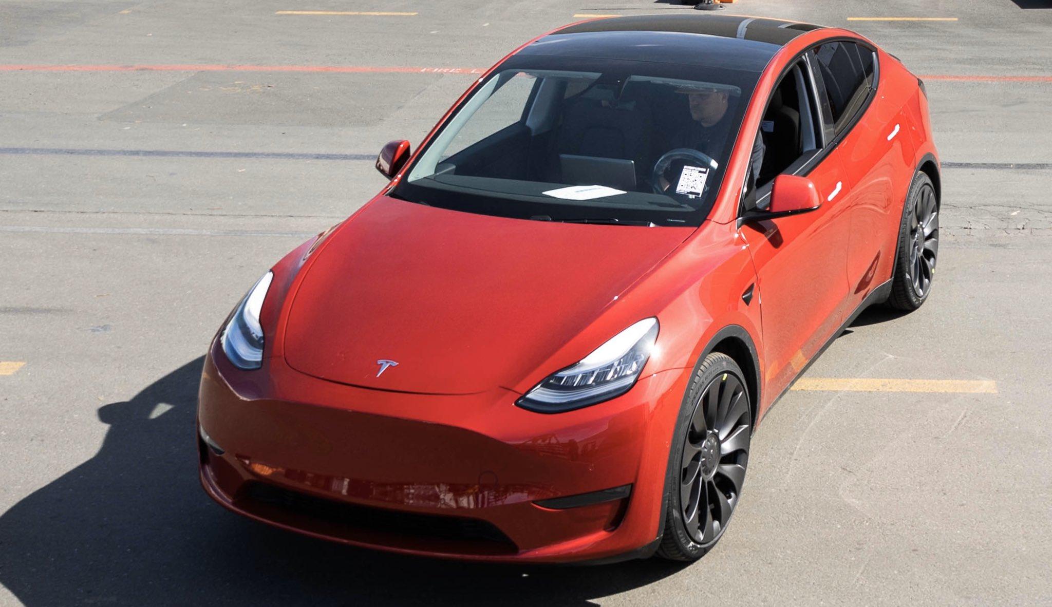 Tesla Model Y anteriore