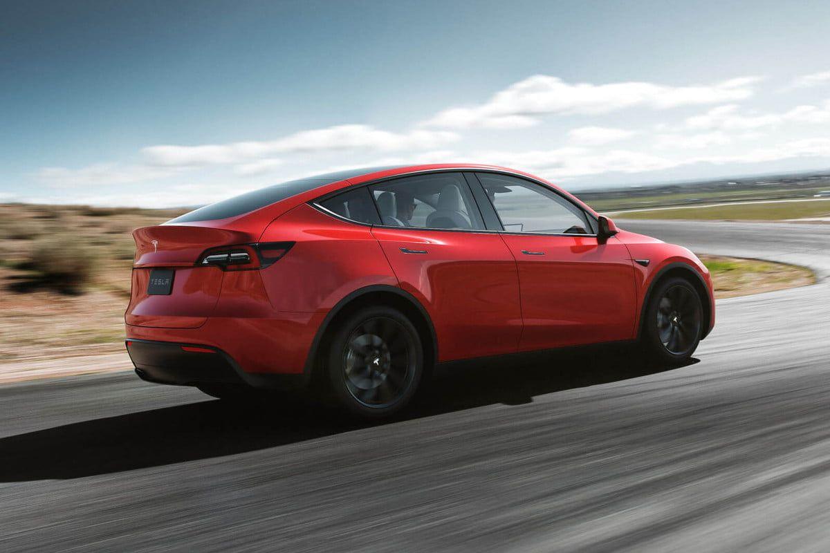 """Tesla, da luglio in aumento il pacchetto """"full self-driving"""" thumbnail"""