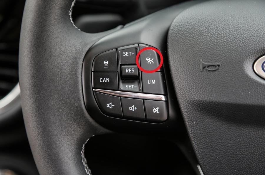 ford-fiesta-steering-wheel-controls