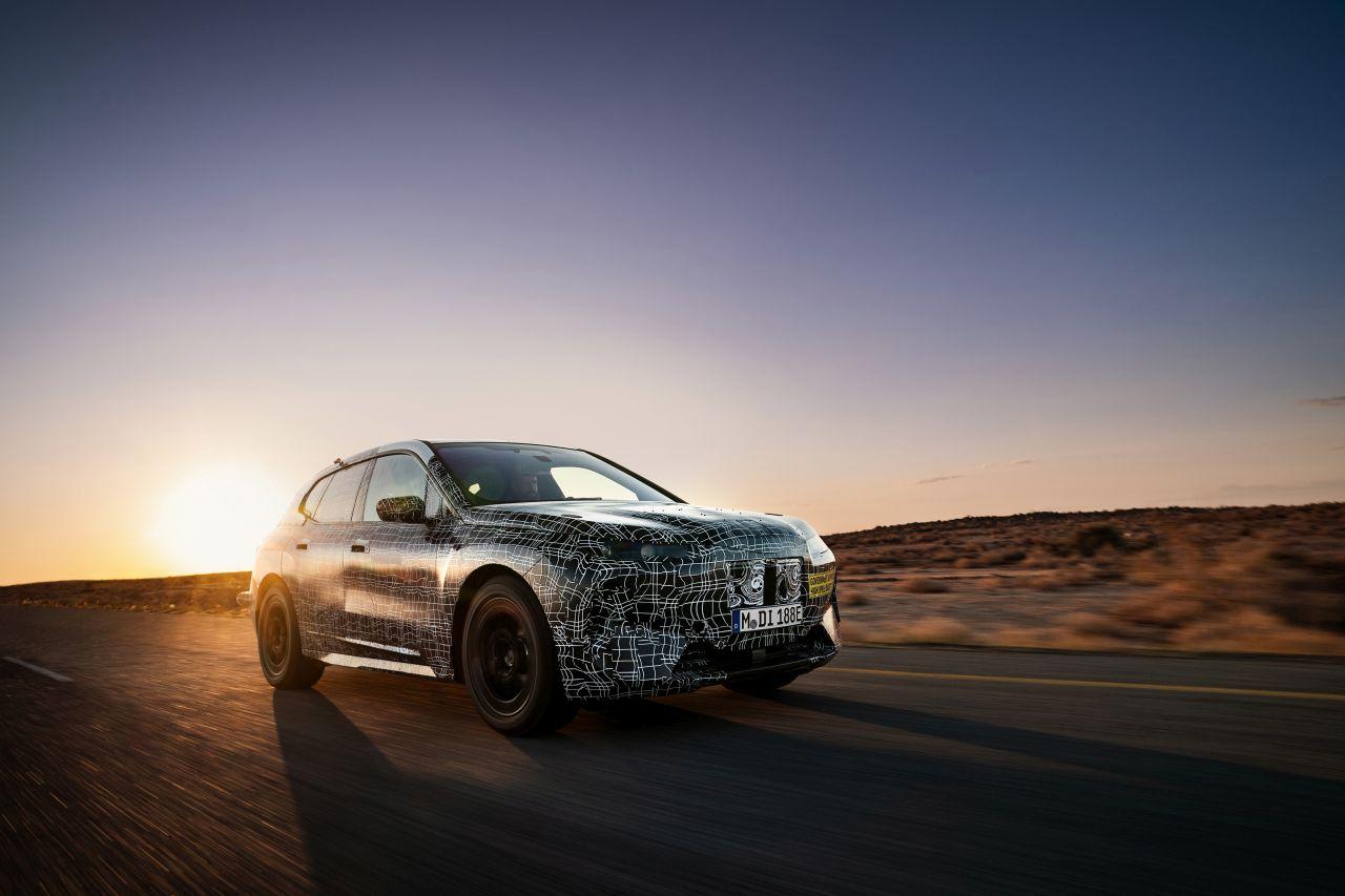 """BMW testa la iNext """"al caldo"""" prima del lancio previsto nel 2021 thumbnail"""