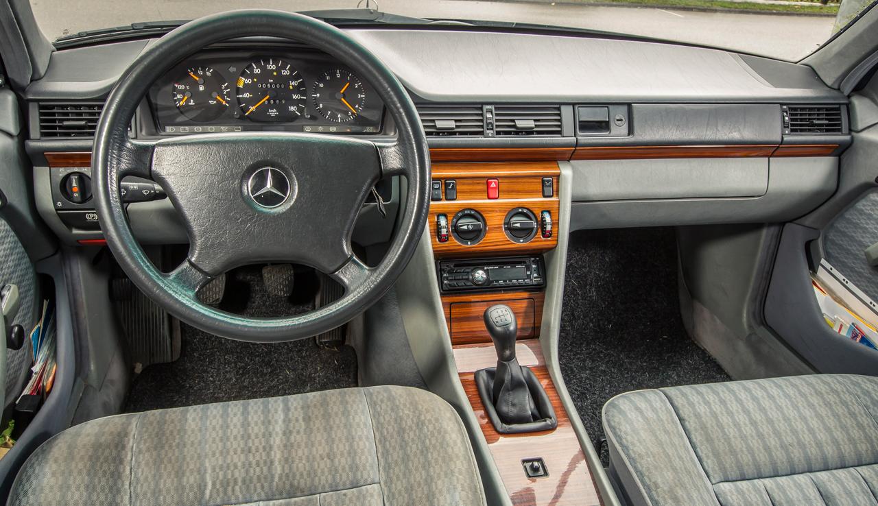 Auto ferma Mercedes W124
