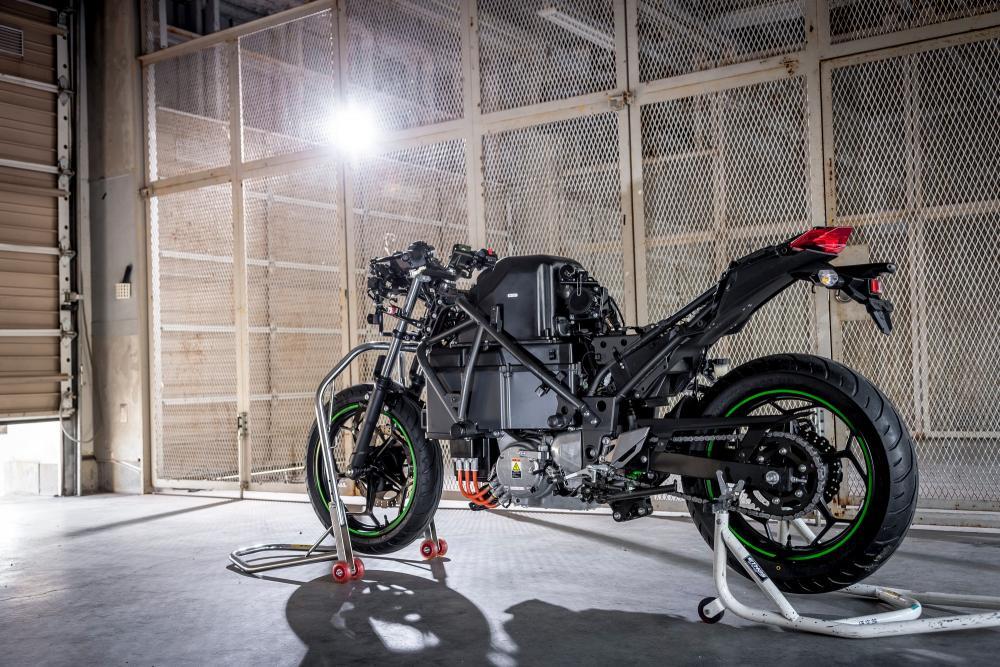 La moto elettrica Kawasaki ha un nome: EV Endeavour thumbnail