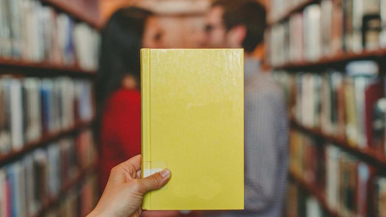 Il primo libro in giallo scritto interamente da cellulare thumbnail