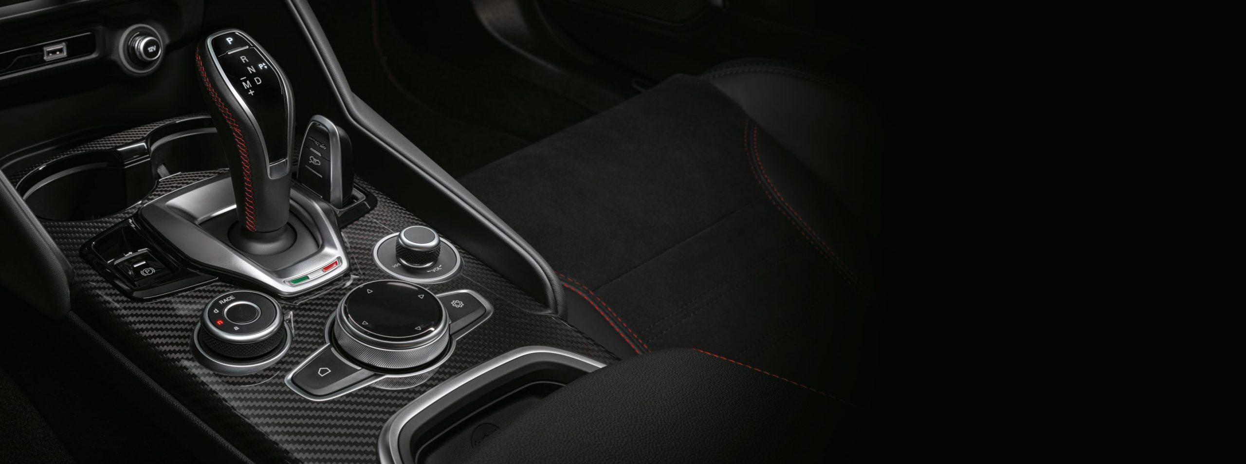 Alfa Romeo Giulia e stelvio tunnel centrale