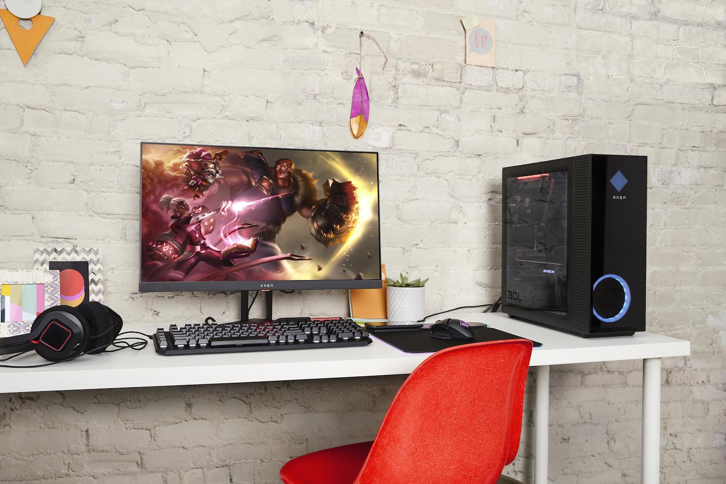 HP OMEN si rifà il look: ecco i due nuovi desktop ed un monitor da gaming thumbnail