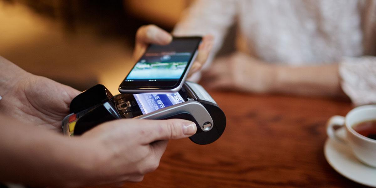 Samsung Pay si espande: in arrivo una carta di debito thumbnail