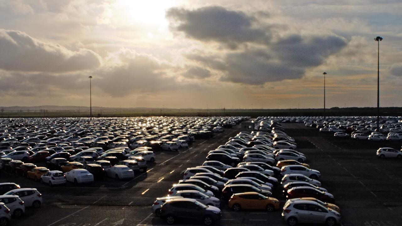 La pulizia delle auto come via per la ripresa thumbnail