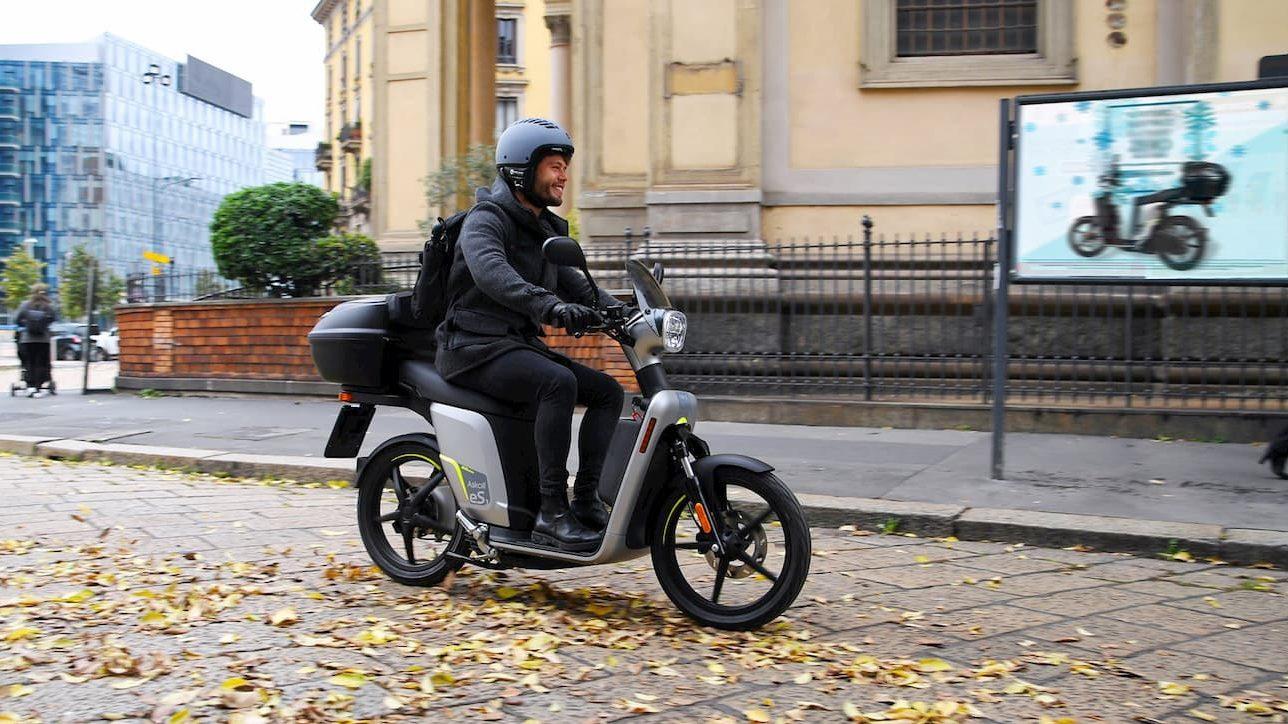 Gli scooter elettrici della Croce Rossa arrivano a tempo di record thumbnail