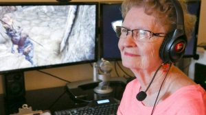 """Quando le critiche dei videogiocatori non risparmiano neanche la """"Nonna Skyrim""""  La youtuber 82enne ridurrà la quantità dei suoi video a causa dei troppi commenti negativi"""