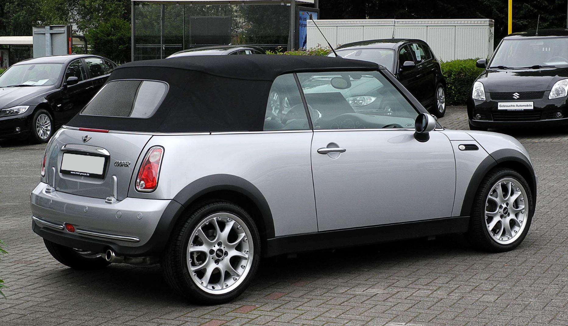 Auto cabrio MINI posteriore piccola