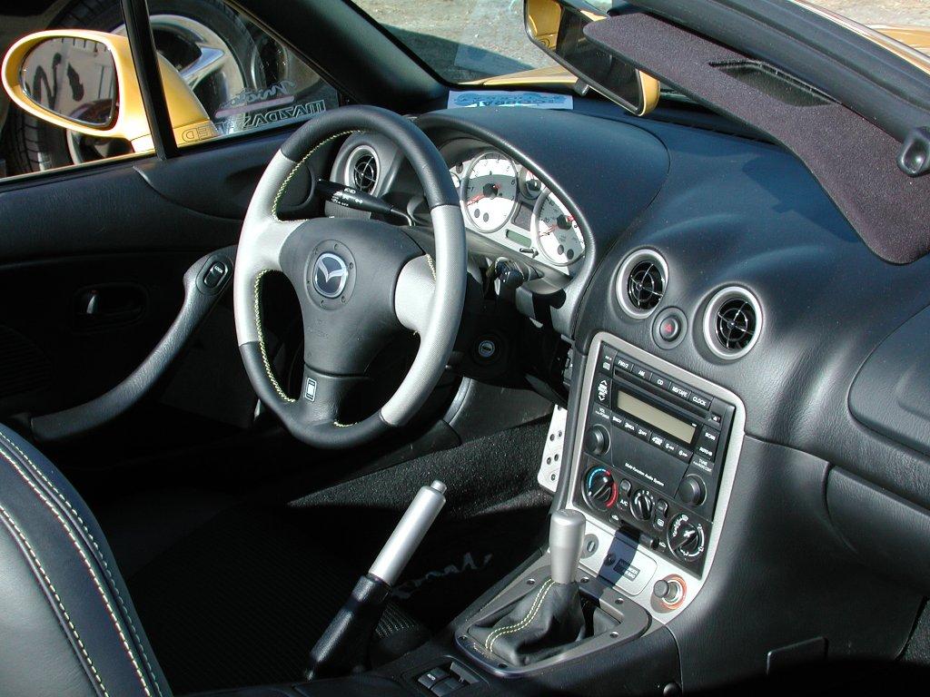 Auto cabrio Mazda MX-5 NB interni