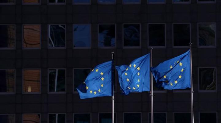 Facebook e Twitter UE