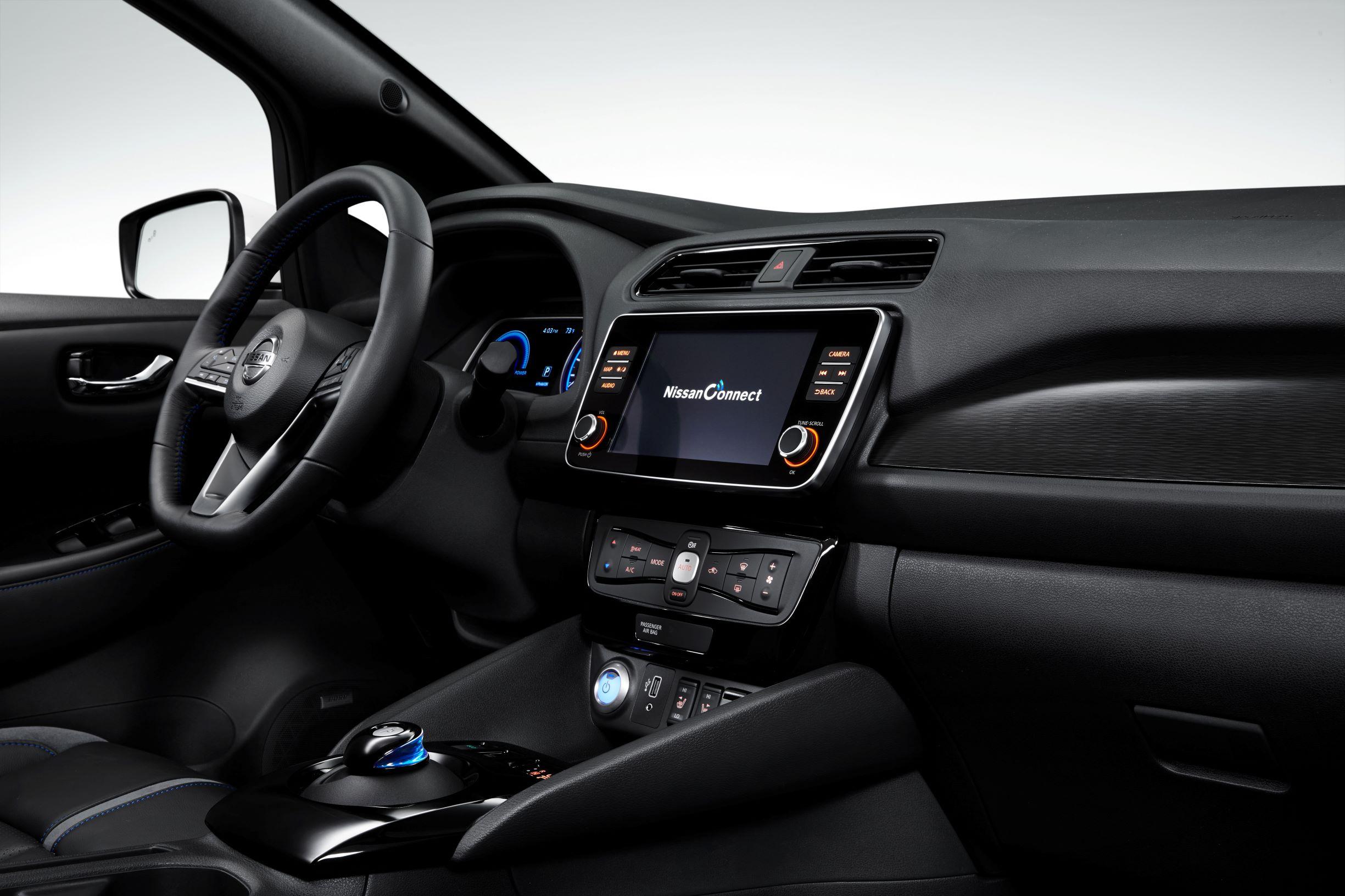 Guida Nissan interni leaf