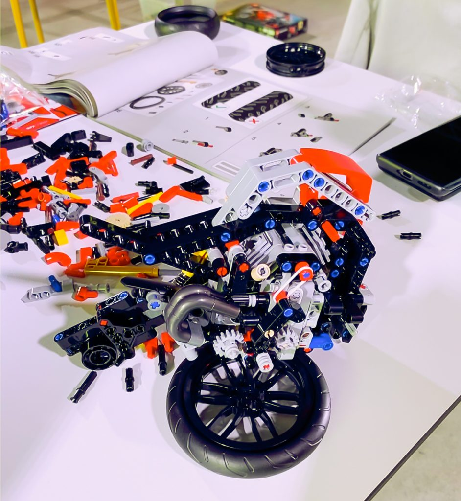 Lego Ducati Panigale V4R Motore