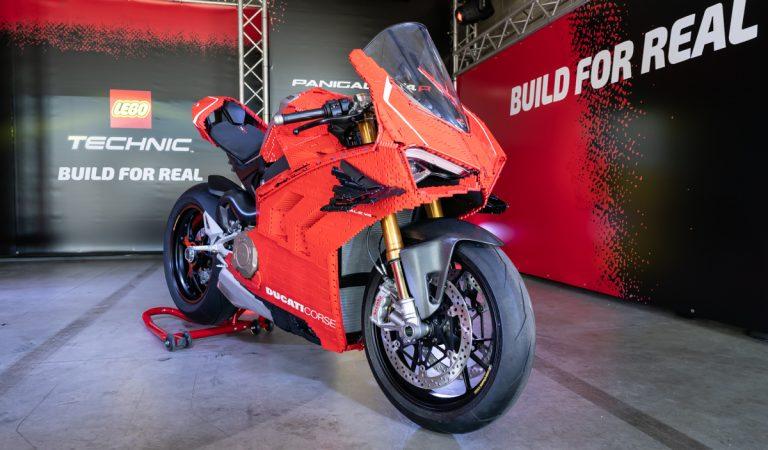 LEGO e Ducati presentano la Panigale V4 R carenata Technic