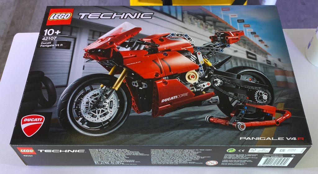 Lego Technic V4R Scatola