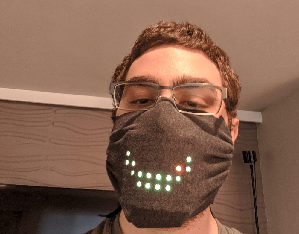 Covid-19, arriva la mascherina a LED che si illumina muovendo la bocca thumbnail
