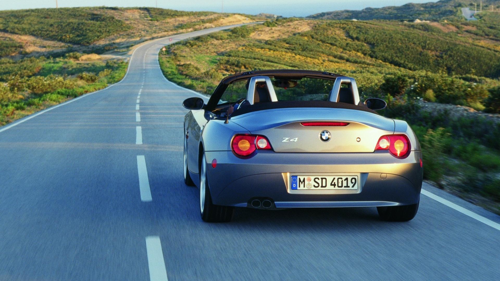 auto cabrio BMW Z4 posteriore