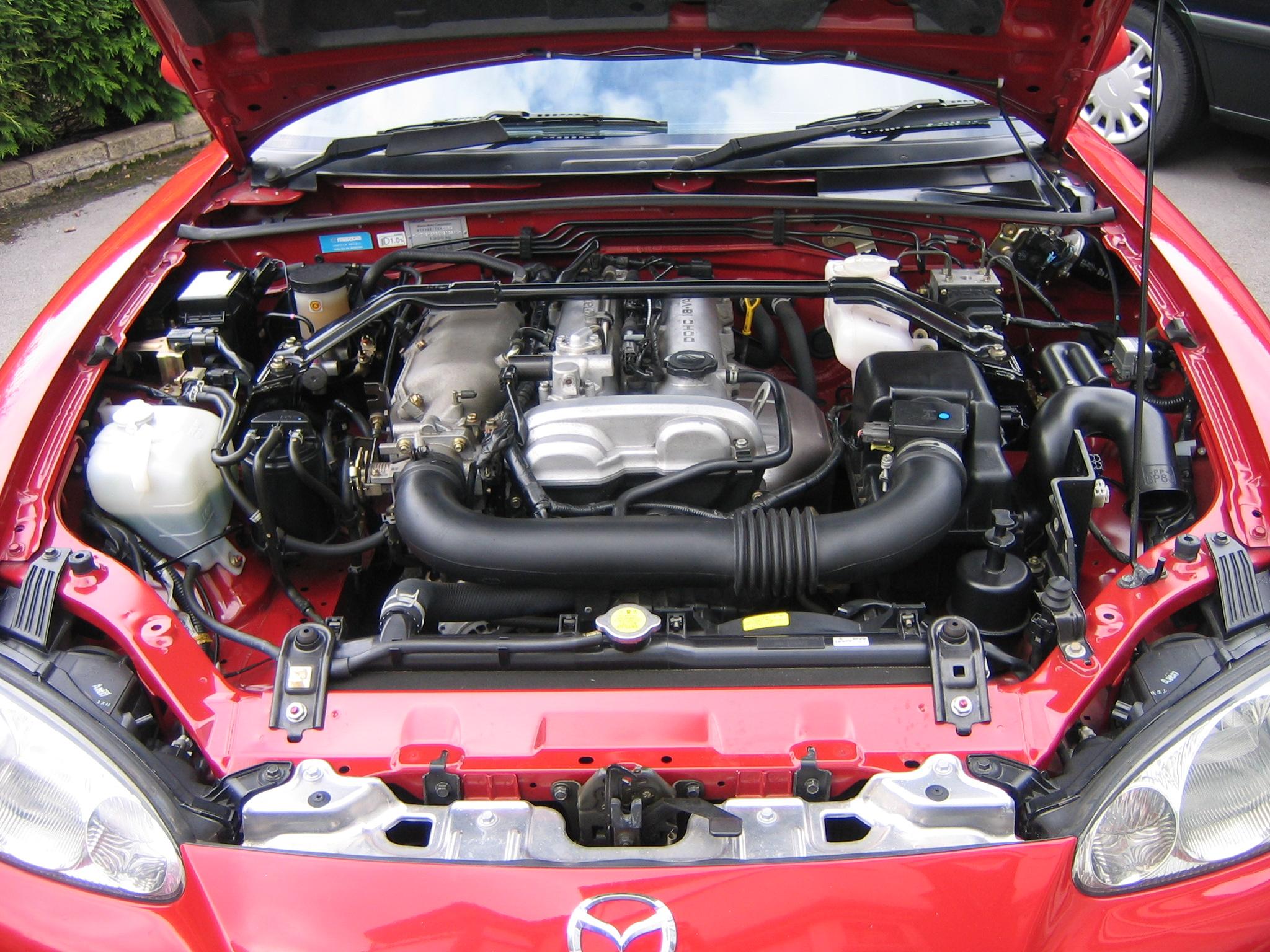 auto cabrio Mazda MX-5 NB motore 1.8