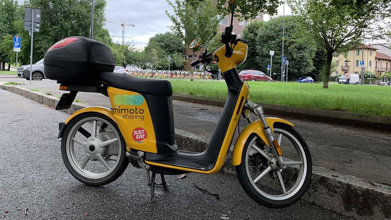 I rider arrivano sullo scooter elettrico thumbnail