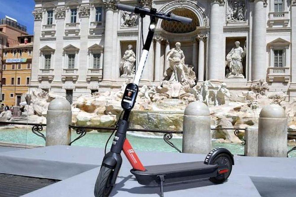 I monopattini elettrici Helbiz arrivano anche a Roma thumbnail