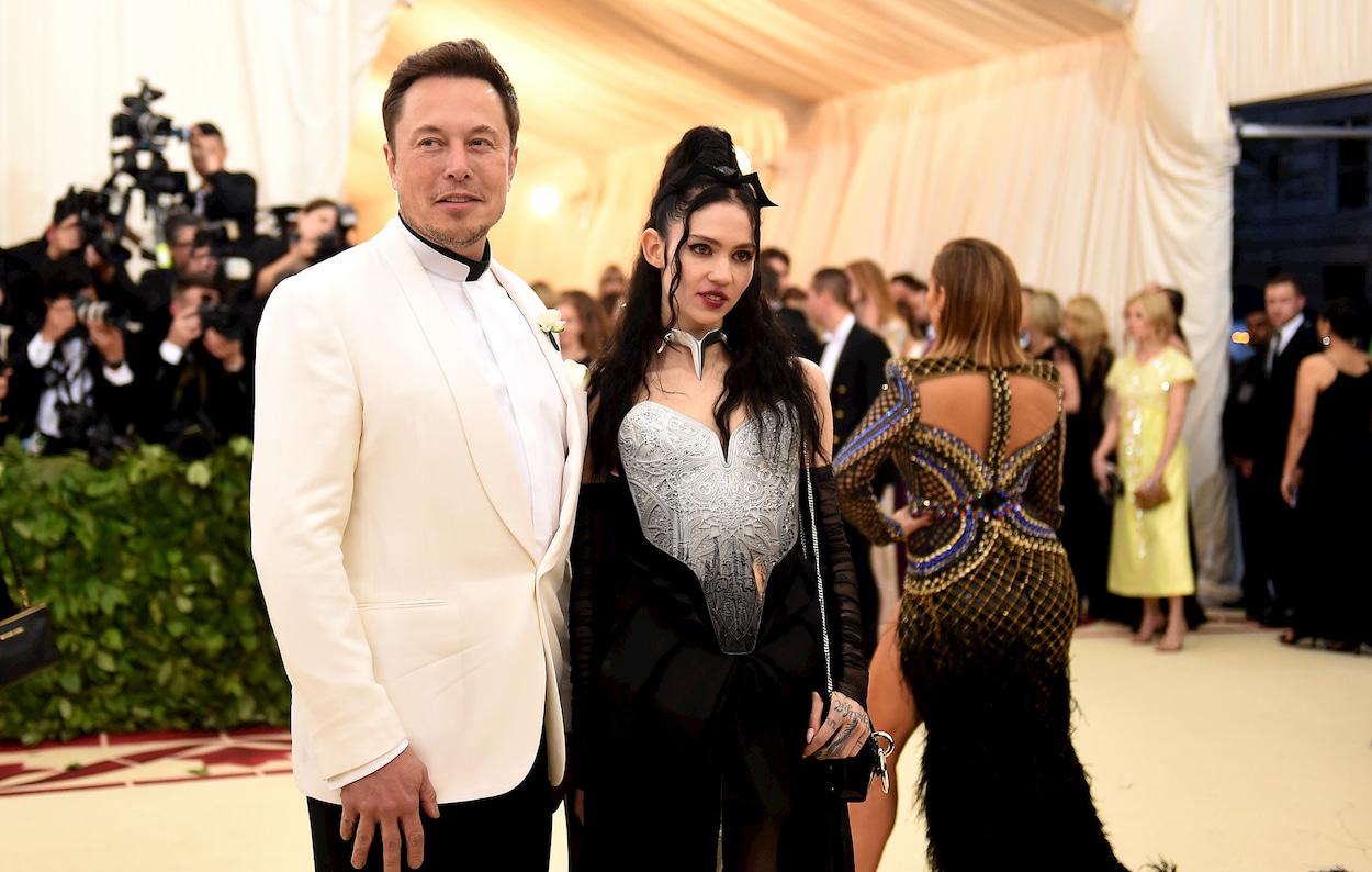 Ora anche un soprannome: ecco come Elon Musk e Grimes chiamano loro figlio thumbnail