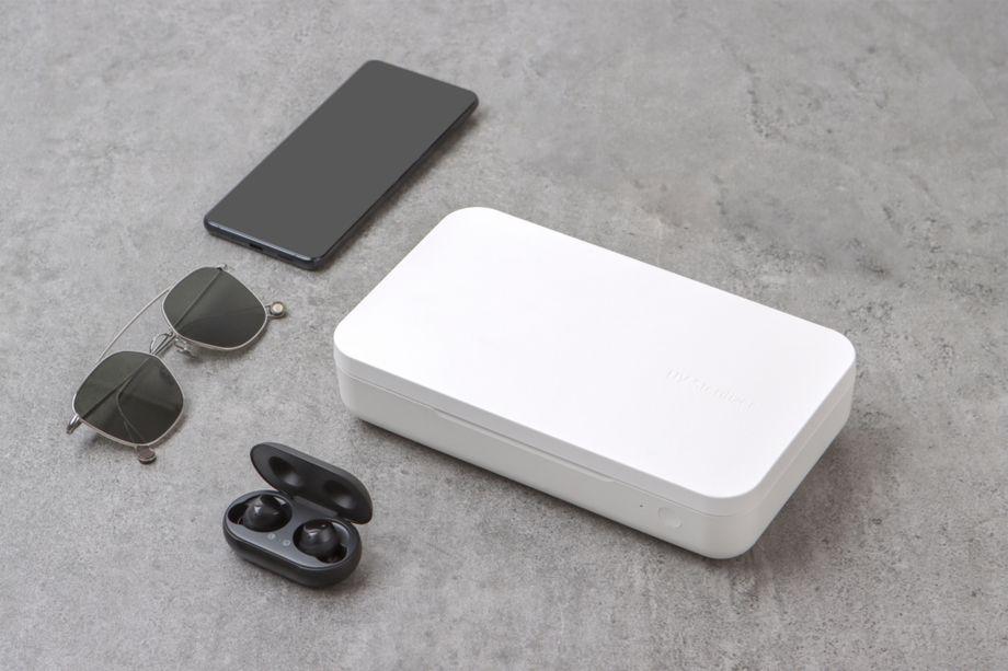 Samsung, nuovo caricabatterie wireless che sterilizza lo smartphone thumbnail