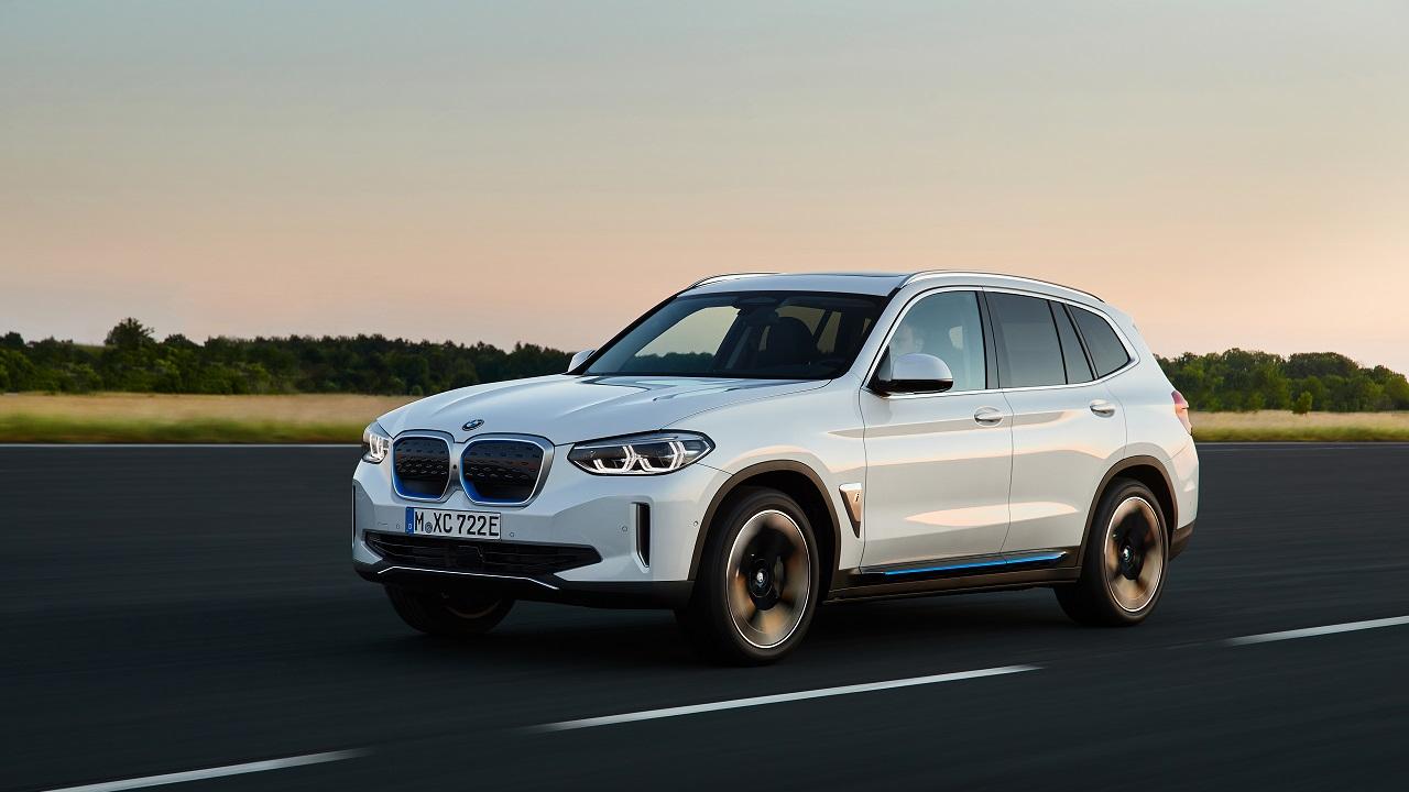 BMW iX3: svelato ufficialmente il nuovo SUV elettrico bavarese thumbnail