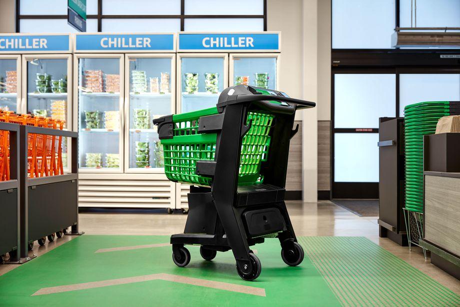 Dash Cart, il nuovo carrello intelligente di Amazon per evitare la cassa thumbnail