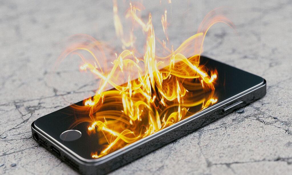 BadPower, il malware che attacca i caricabatterie e incendia smartphone thumbnail