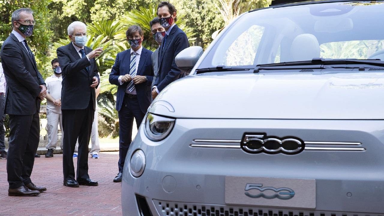 Nuova Fiat 500: la city car elettrica presentata a Mattarella e Conte thumbnail