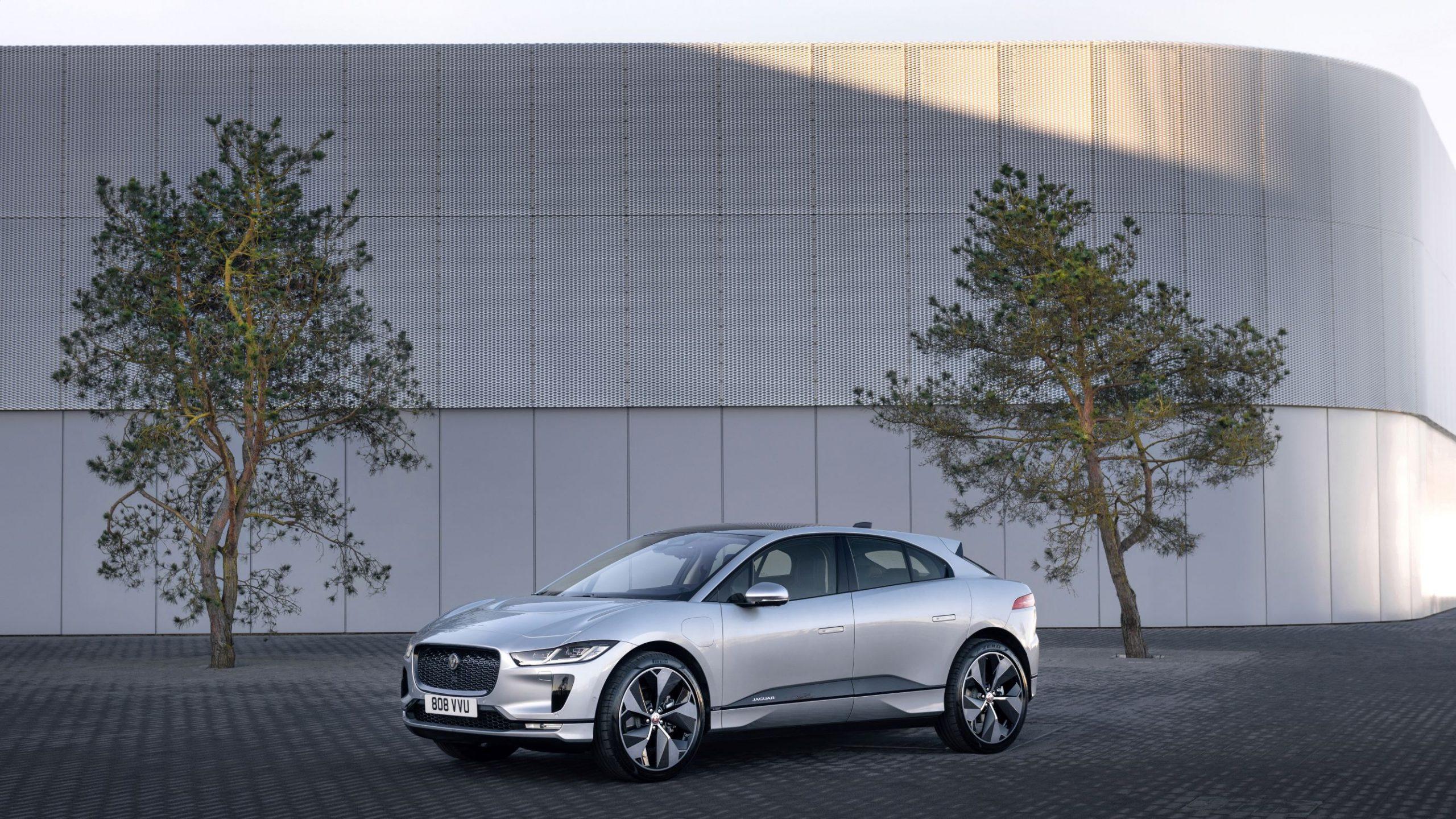 Jaguar I-Pace MY2021: aggiornata con classe thumbnail
