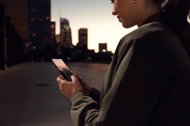 Motorola Edge+ è il primo smartphone commerciale 5G di MTS, Motorola e Qualcomm thumbnail