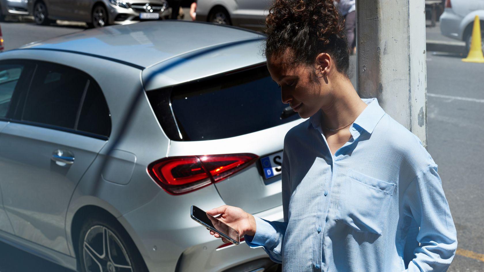 Mercedes più costosa: da oggi si paga anche per l'App. thumbnail