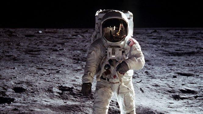 NASA cambia le regole per la preservazione di Luna e Marte thumbnail