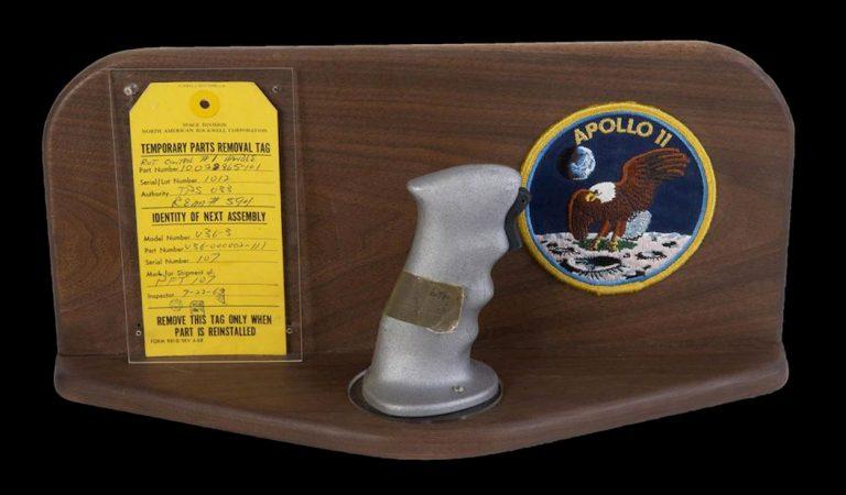 Le cloche dell'Apollo 11 sono state vendute all'asta contro il volere di NASA