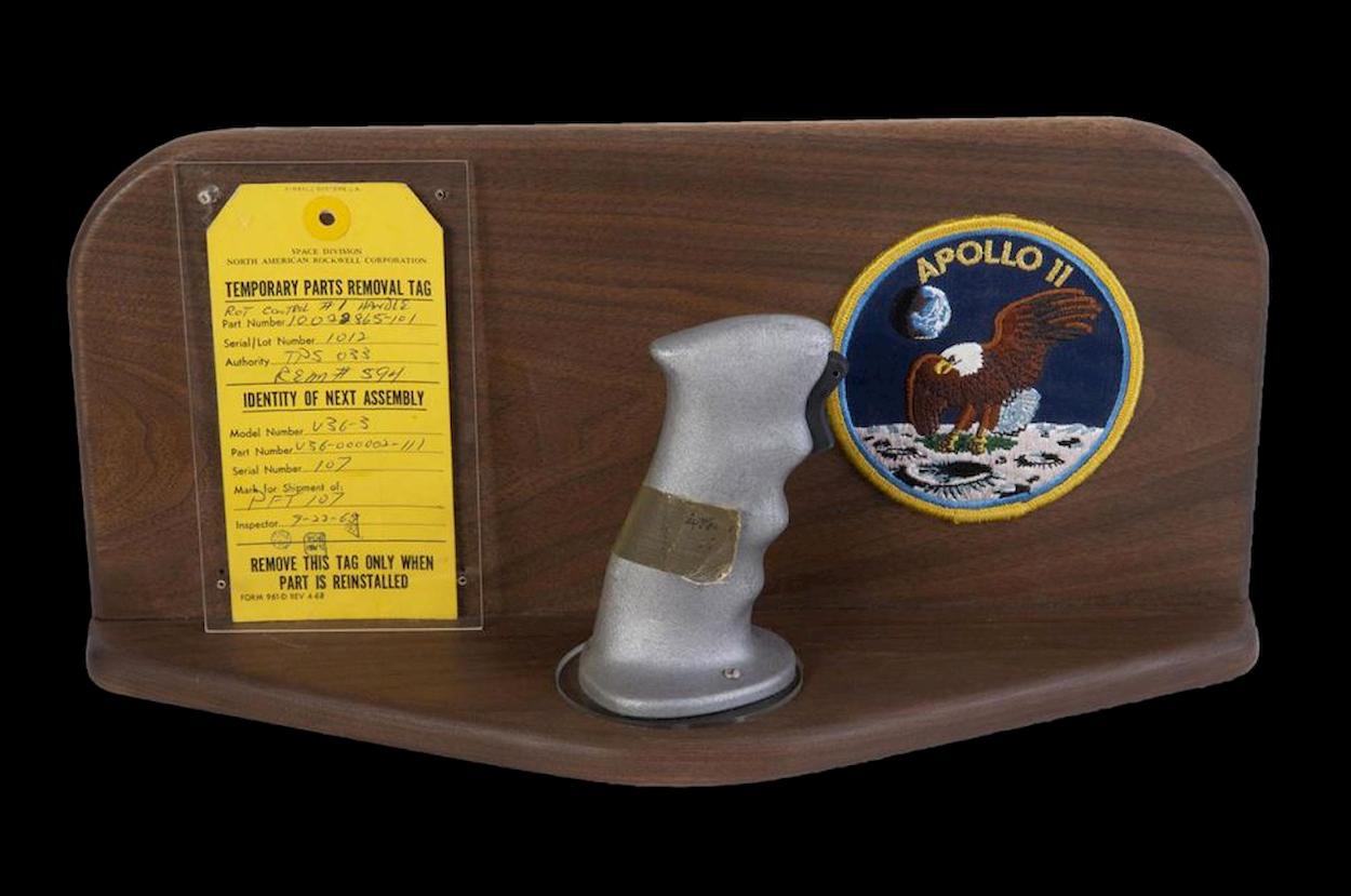 Le cloche dell'Apollo 11 sono state vendute all'asta contro il volere di NASA thumbnail
