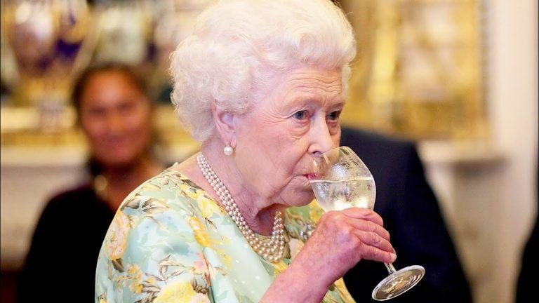 gin Buckingham Palace Regina Elisabetta